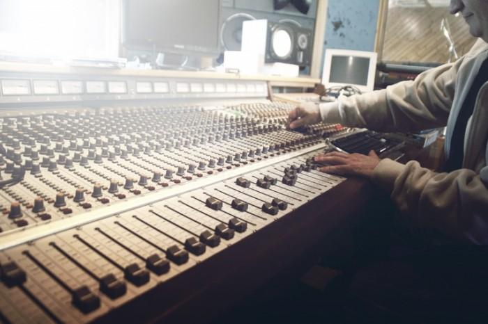 sound studio 407216 700x466 Студия звукозаписи   Sound studio