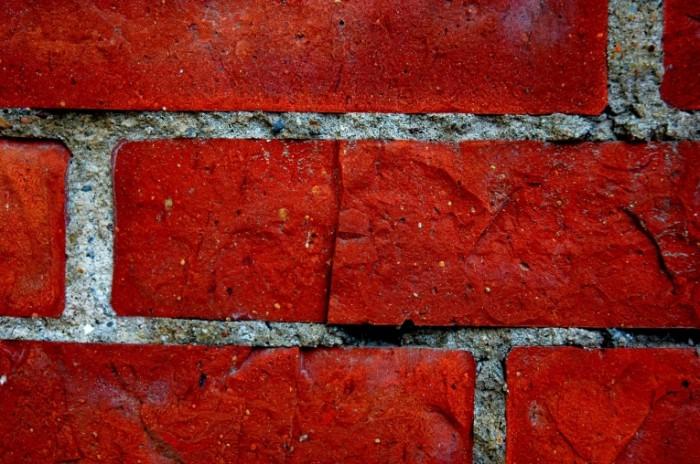 stena krasnyy kirpich b6a6dd9 700x464 Кирпичная стена   Brick wall