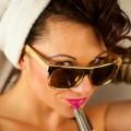 Девушка красит губы - Girl paints her lips