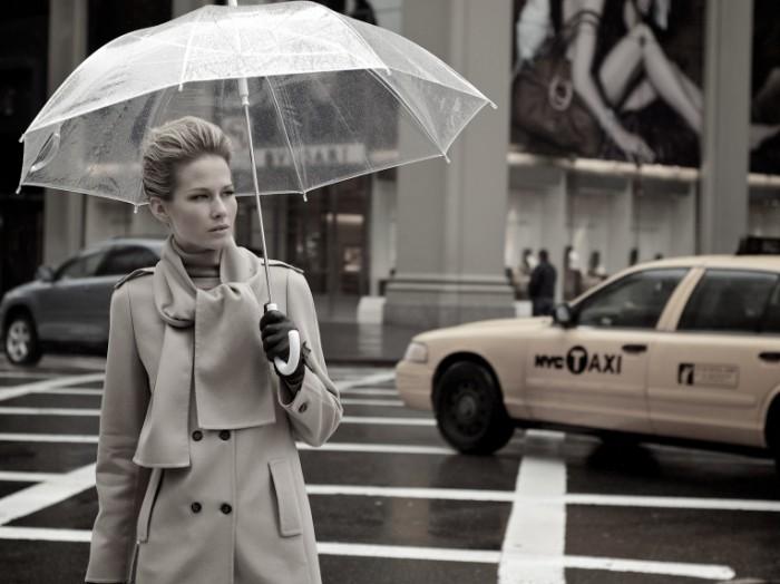 5226290116 4c46f5e023 o 700x524 Девушка с зонтом    Girl with umbrella