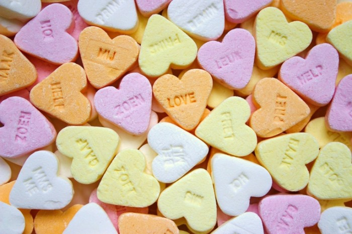 candy 1678933 700x466 Конфеты в форме сердца   Candy in the shape of heart