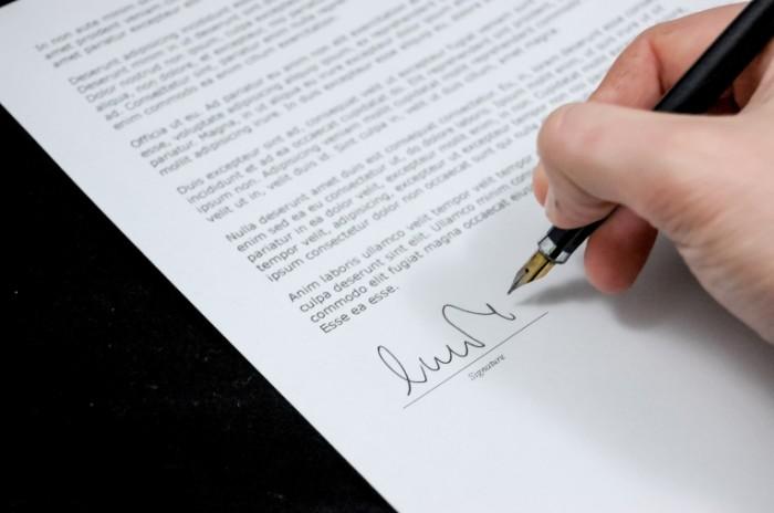 document 428335 700x464 Подпись на документе   Signature on the document