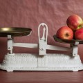Весы с яблоками - Scales with apples