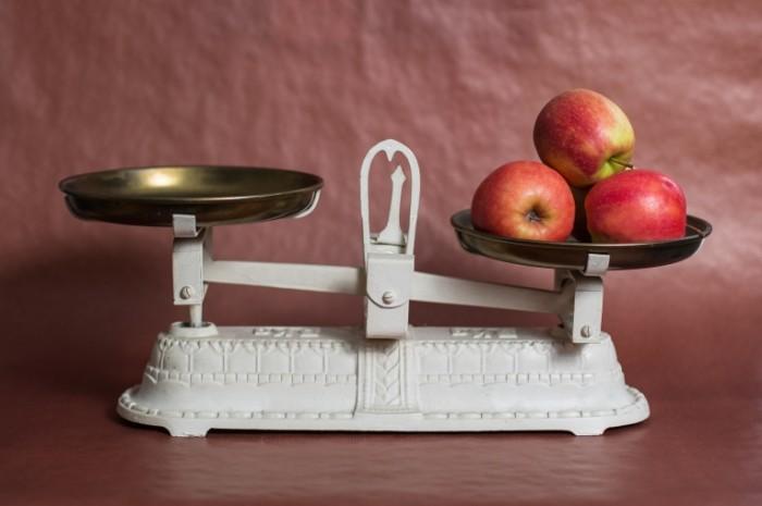 horizontal 1155878 700x465 Весы с яблоками   Scales with apples