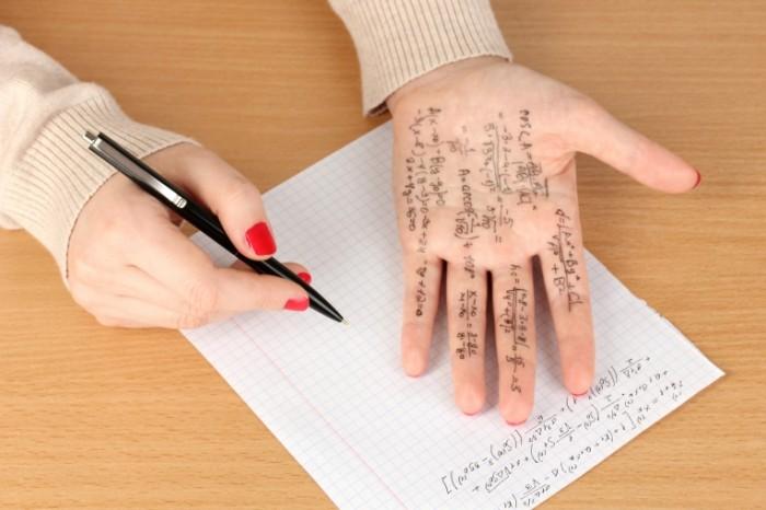 mathematics machetes cheating copying 700x466 Шпаргалки на руке   Cribs on hand