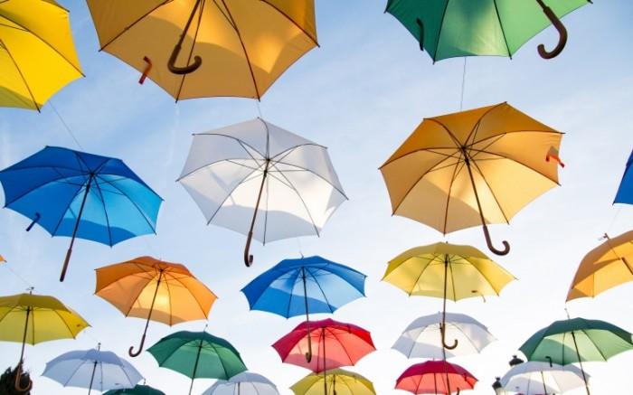 raznocvetnye krasocnye krasivye zontiki 700x437 Разноцветные зонтики  Multi colored umbrellas