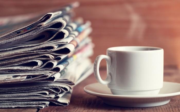 1479526803582fc993b80ab5 58638809 700x437 Чашка и газеты   A cup and a newspaper