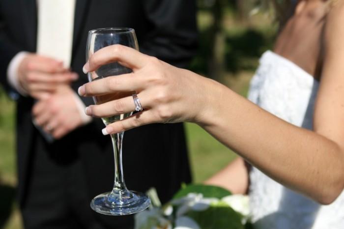 affair 1238430 700x466 Свадебный бокал   Wedding glass