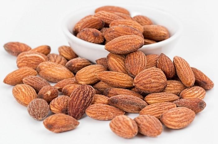 almonds 1768792 700x465 Миндаль   Almond