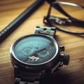 Наручные часы на столе - Wristwatch on a table