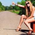 Девушка ловит такси - Girl is waiting a taxi