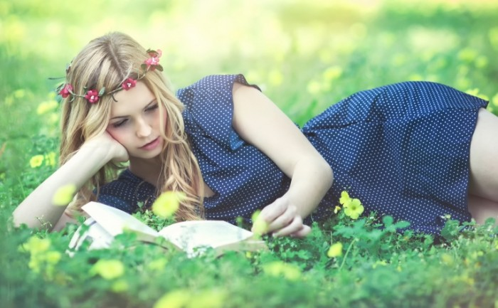 f7e8bd712bc9ee2 700x433 Девушка с книгой   Girl with a book