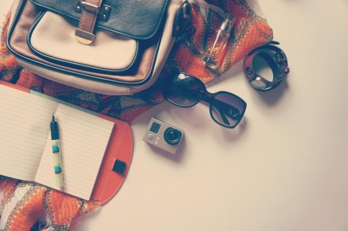 fashion 1478810 700x466 Очки, фотоаппарат и сумка
