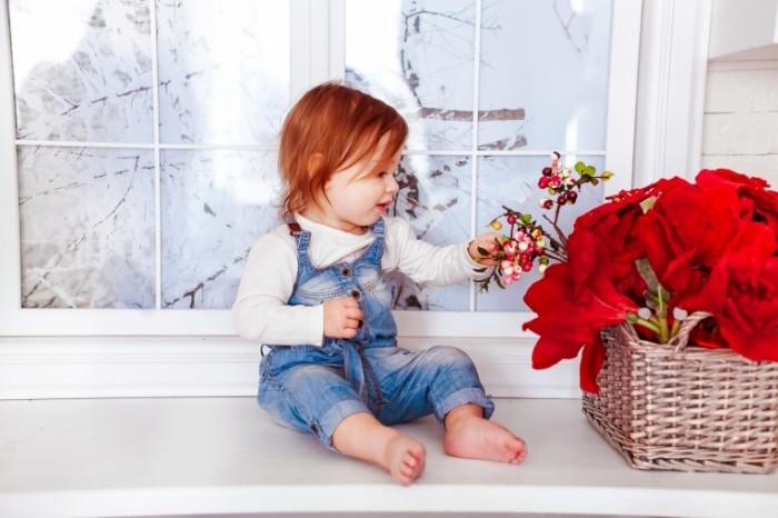 kids 1740292 700x466 Ребенок с цветами   Child with flowers
