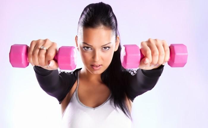 woman fitness dumbbells 700x432 Спортивная девушка   Fitness girl