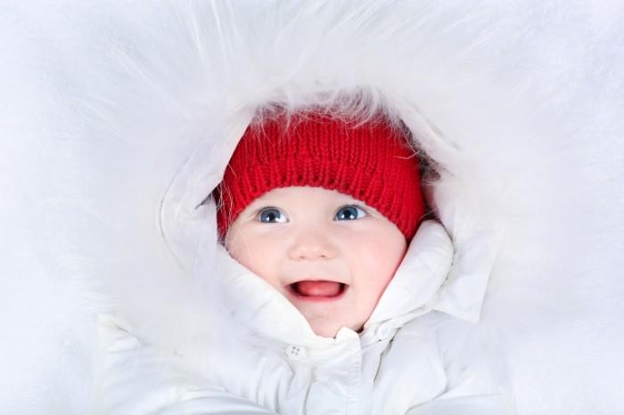 14788725435825cddfa599e5.84614554 700x466 Ребенок в красной шапке   A child in a red hat