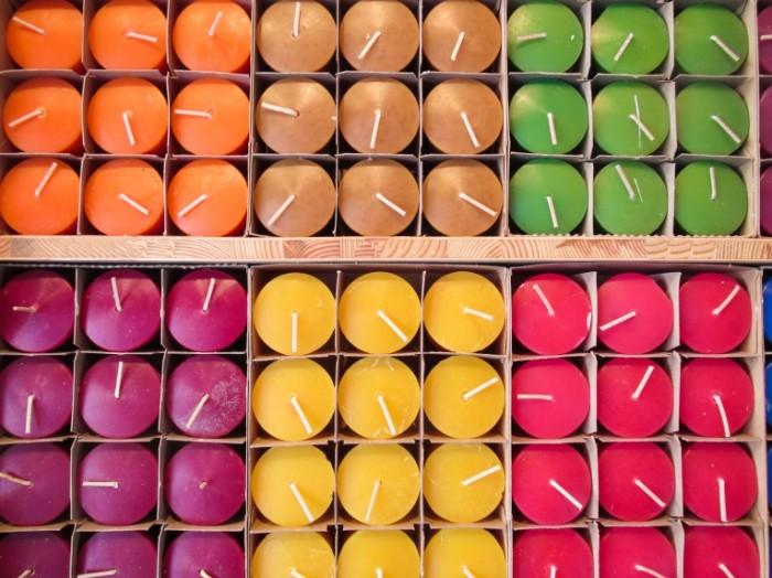 14788730115825cfb3918314.38321313 700x524 Цветные свечи   Color candle