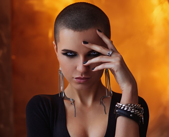 1484994047588335ff3e5447.92935666 700x565 Девушка с короткими волосами   Girl with a short hair
