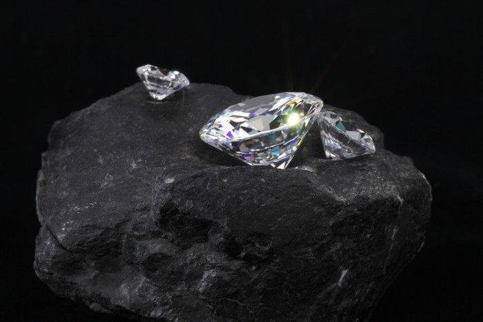 148533571358886ca12dfcc2.73642320 700x466 Бриллианты   Diamonds