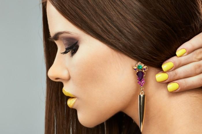 148534042858887f0c526c90.79163062 700x465 Девушка с серьгами   Girl with earrings