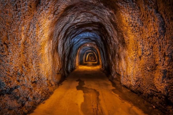 14853415475888836b184573.68802347 700x466 Тоннель   Tunnel