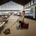 Девочка с животным на вокзале - Girl with a pet on a station