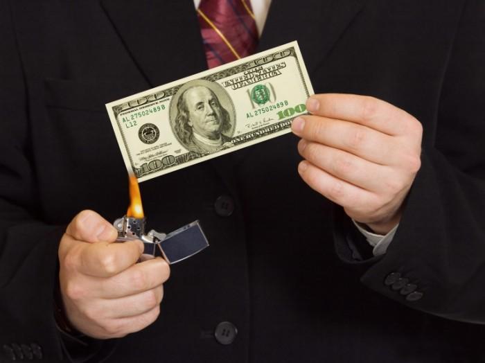27f40496c8544ab 700x524 Горящие деньги   Burning money