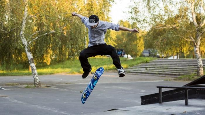 4d09787220cedf3 700x393 Скейтбордист   Skateboarder