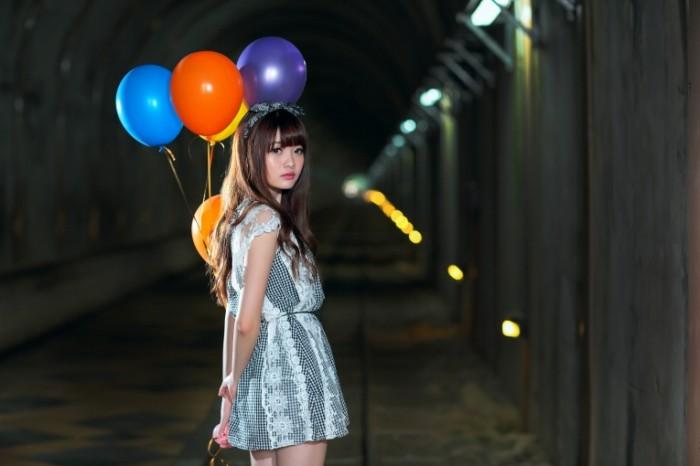 6fd421c24c4271a 700x466 Девушка с воздушными шарами   Girl with balloons