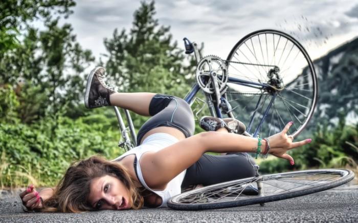 9ef94540d4e6a7e 700x437 Девушка на велосипеде   Girl on a bicycle
