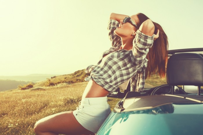 car freedom relaxation woman 700x466 Красивая девушка с машиной   Beautiful girl with a car