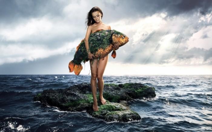 ce11958d6b253dc 700x437 Девушка с рыбой   Girl with a fish