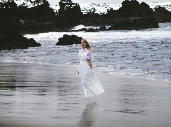 e3150e78f3fda2c 700x520 Девушка в море   Girl in the sea