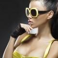 Модель в солнцезащитных очках - Model in the sunglasses