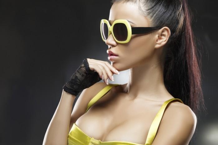 fashion model hot 700x466 Модель в солнцезащитных очках   Model in the sunglasses