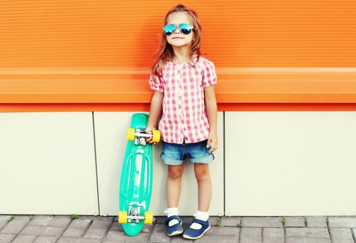 leto ocki devocka child skejtbord little girls skateboard 700x479 Девочка со скейтбордом   Girl with a skateboard