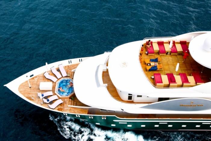 b7444a9d39ed540 700x466 Яхта в море   Yacht in the sea