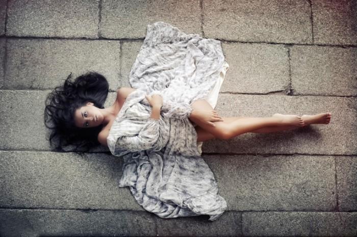 butterfly karen abramyan 700x465 Девушка в красивом платье   Girl in a beatiful dress