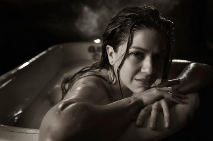luciana carro luchana karro 3786 700x464 Девушка в ванной   Girl in a bath