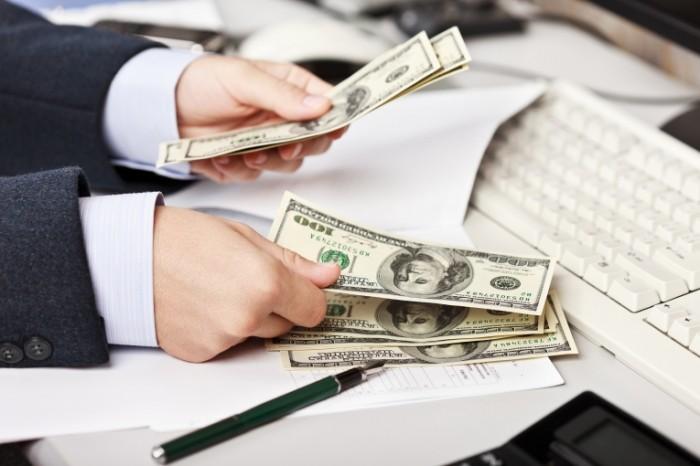money hands dollar 700x466 Деньги в руках   Money in hands