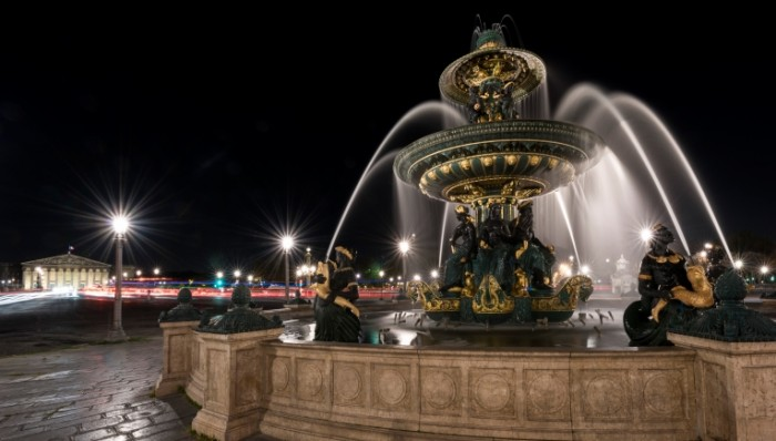 parizh franciya ploschad 700x398 Фонтан   Fountain