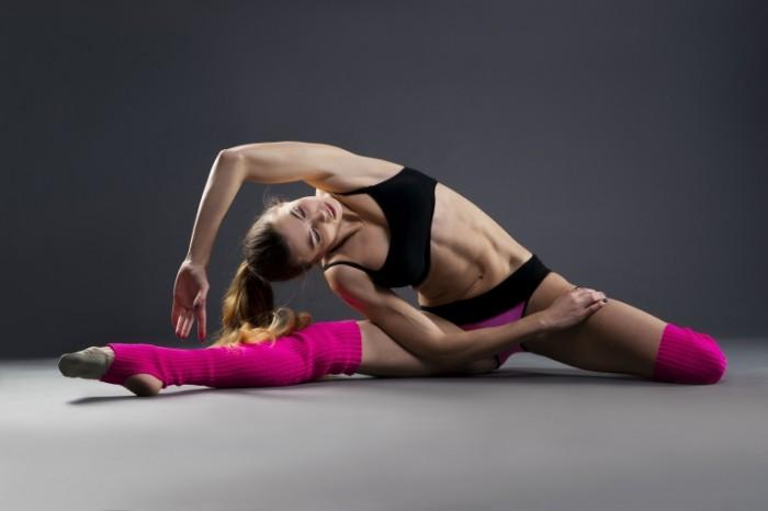 stretching yoga pose workout female 700x466 Стрейчинг   Stretching