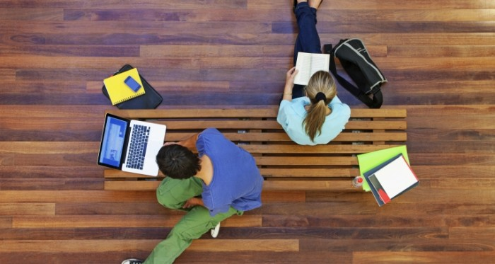students technology books 700x373 Студенты   Students