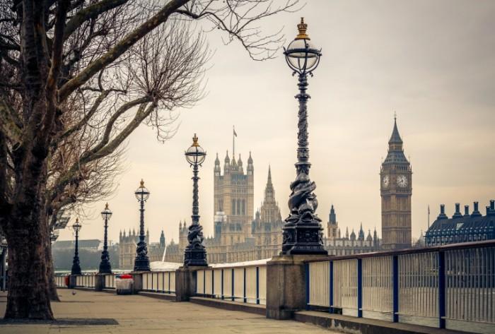 velikobritaniia london big ben temza reka naberezhnaia derev 700x473 Набережная Лондона   London embankment