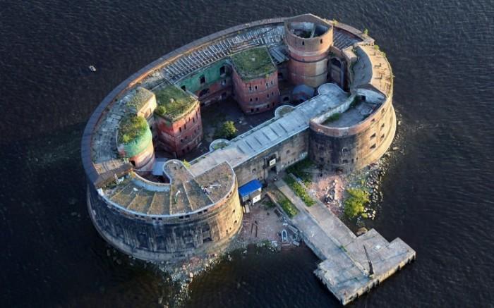 voda piter fort imperator aleksandr i 700x437 Строение на воде   Building on the water