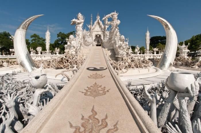 belosnezhnyiy hram tailand wat rong khun 4256    2832 700x465 Белоснежный храм тайланд   wat rong khun
