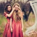 Две девушки - Two girls