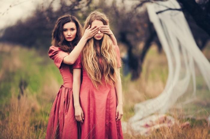 dve devushki evgeniya sokolova 5972 700x466 Две девушки   Two girls