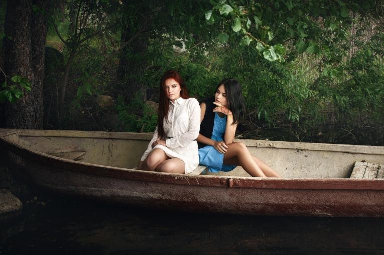 девушка в лодке 2000