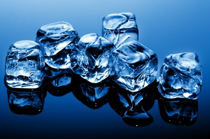 led kubiki voda 700x466 Кубики льда   Ice cubes